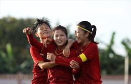 Bộ trưởng Bộ VH,TT& DL biểu dương các cô gái 'vàng'của bóng đá nữ Việt Nam