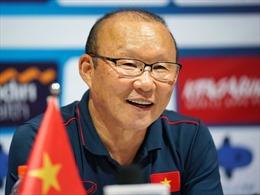 HLV Park Hang-seo và các trợ lý trở lại Việt Nam, quyết tâm cùng các học trò vào vòng loại cuối cùng World Cup