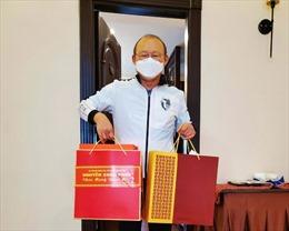 Thủ tướng gửi quà Tết cho HLV Park Hang-seo