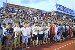 Ban tổ chức sân Hà Tĩnh bị phạt 15 triệu đồng vì sự cố 'vỡ sân'