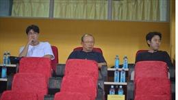 HLV Park Hang-seo bận rộn dự khán V-League 2021
