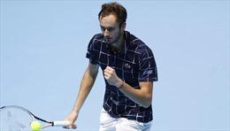 Hạ dễ Djokovic, Daniil Medvedev vào bán kết ATP Finals 2020