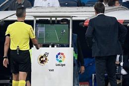 Công nghệ VAR có thể sẽ  'gia nhập' Ngoại hạng Anh ngay mùa này