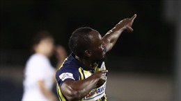 Xem 'Tia chớp' Usain Bolt ghi bàn đẳng cấp trong lần đầu tiên khoác áo Central Coast Mariners