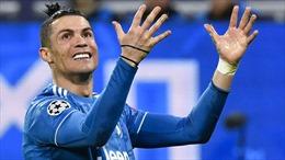 Ronaldo dạy con rửa tay, cùng Messi cổ vũ phong trào 'ở trong nhà' ngày COVID-19