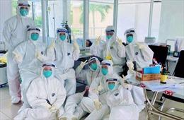 Những y, bác sĩ viết đơn xin tiếp tục ở lại bệnh viện dã chiến để điều trị bệnh nhân COVID-19