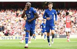 Lukaku 'khai hỏa', Chelsea hạ đo ván Arsenal ngay tại Emirates