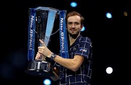 Ngược dòng kịch tính trước Thiem, Medvedev vô địch ATP Finals 2020
