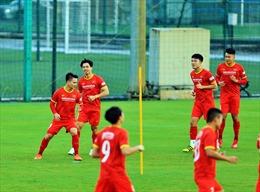 Ngày 1/10, tuyển Việt Nam lên đường sang UAE chuẩn bị cho trận gặp đội tuyển Trung Quốc