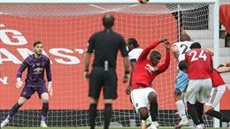 Pogba bị 'đánh hội đồng' vì pha dùng tay cản bóng cực thô ở trận hòa West Ham