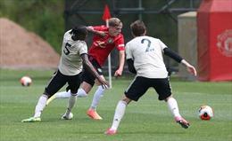 Giám đốc đội bóng Stoke City mắc COVID-19, hủy gấp trận đấu với MU