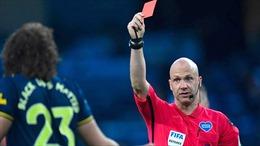 Ho vào mặt đối thủ - lỗi thẻ đỏ ở Ngoại hạng Anh