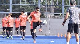 Bóng đá Thái Lan tính giảm lương cầu thủ 3 tháng nhưng sợ bị kiện