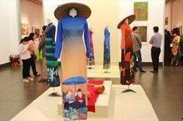 Nét đẹp văn hoá miền núi trong triển lãm của hoạ sĩ dân tộc Tày