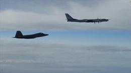 Tiêm kích Mỹ xua đuổi hai oanh tạc cơ Nga bay gần Alaska