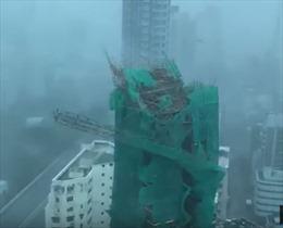 Video thang máy bị bẻ gẫy, cửa kính cao ốc vỡ vụn trong siêu bão Mangkhut
