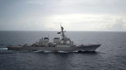 Tàu khu trục Trung Quốc áp sát nguy hiểm chiến hạm Mỹ trên Biển Đông