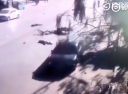 Video 'xe điên' đâm thẳng vào nhóm học sinh băng qua đường