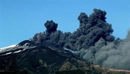 Italy ban bố tình trạng khẩn cấp sau thảm họa động đất, núi lửa