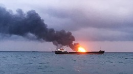 Video hai tàu cháy dữ dội trên Eo biển Kerch, 11 thủy thủ thiệt mạng