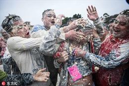 Lạ lẫm lễ hội ném đậu phụ, cầu thịnh vượng ở Trung Quốc