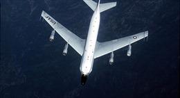 Xem Su-27 Nga áp sát từ sau, rượt đuổi máy bay gián điệp Mỹ