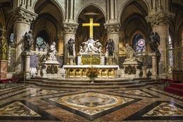 Những báu vật có thể bị thiêu rụi trong Nhà thờ Đức Bà Paris