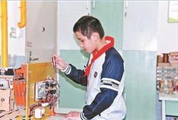 Bị mẹ mắng vì quên rút quần áo, cậu bé 12 tuổi sáng chế giàn phơi đồ thông minh