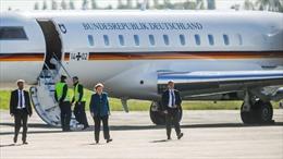 Ô tô đâm vào chuyên cơ chở Thủ tướng Đức Merkel