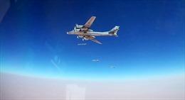 Xem máy bay Nga dội bom khủng bố tại thành trì cuối cùng ở Syria
