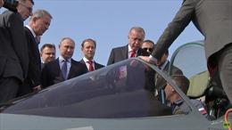 Video Tổng thống Putin giới thiệu siêu phẩm chiến đấu cơ Nga