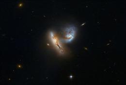 Chụp được hình ảnh hai thiên hà va chạm hiếm hoi