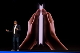 Samsung đangbí mật sản xuất điện thoại gập thành hình vuông