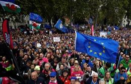 Hình ảnh tuần hành tại London kêu gọi dừng Brexit, tổ chức trưng cầu dân ý mới