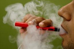 Nhiễm 'phổi bỏng ngô' vì hút thuốc lá điện tử