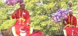 'Ông già Noel voi' tặng quà cho trẻ em Thái Lan