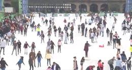 Sân trượt băng làm bằng polymer, thân thiện với môi trường