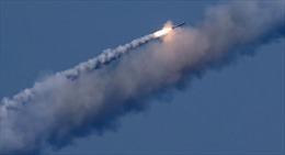 Xem tàu khu trục Nga phóng tên lửa Kalibr bay 250km trong 2 phút