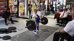 Cậu bé khỏe nhất nước Nga nâng tạ 100kg