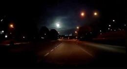 Phát hiện vật thể lạ phát sáng bay trên bầu trời Malaysia