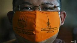 Video nhà sư Thái Lan làm khẩu trang từ nhựa tái chế