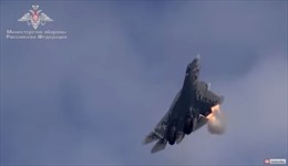 Xem 'siêu phẩm' Su-57 Nga phóng tên lửa khi bay gần thẳng đứng