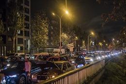 Người dân vội vã 'tháo chạy' trước giờ phong tỏa, Paris tắc đường kỷ lục