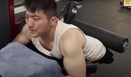 Huấn luyện viên thể hình không chân khiến triệu người thán phục