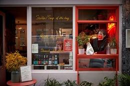 Đại dịch COVID-19 phá vỡ quy tắc ăn uống tinh tế tại Pháp