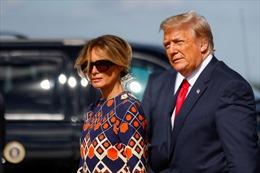 Ông Donald Trump và vợ âm thầm tiêm vaccine COVID-19 trước khi rời Nhà Trắng
