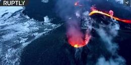Liều mạng leo núi lửa đang tuôn trào, nấu ăn trên nham thạch
