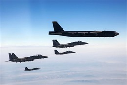 Video tiêm kích Israel hộ tống 'pháo đài bay' B-52 Mỹ