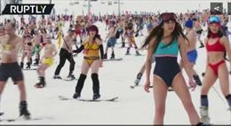 1.700 người mặc áo tắm trượt tuyết tập thể tại Nga