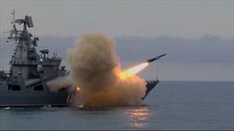 Xem tàu tuần dương Moskva Nga lần đầu phóng tên lửa bất bại Vulkan